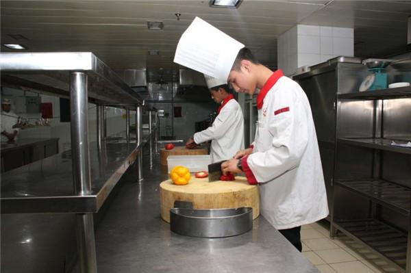 河北石家庄哪有不学文化课的厨师学校河北一流的厨师学校学厨师烹饪哪家学校好