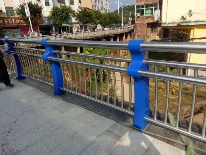 衡阳碳素钢复合管防撞护栏定做