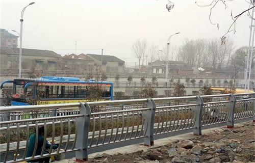 阳江增强型高速公路护栏立柱技术超群