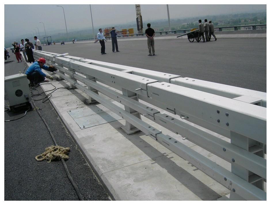 阳江碳素钢复合管防撞护栏技术创新推陈