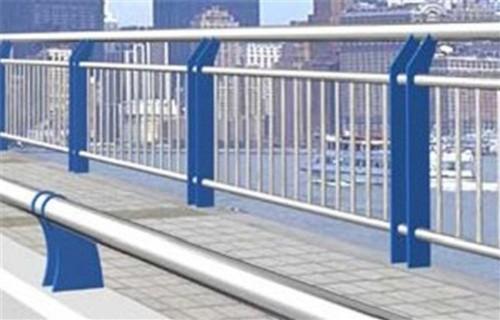漳州蓝色钢板立柱服务周到