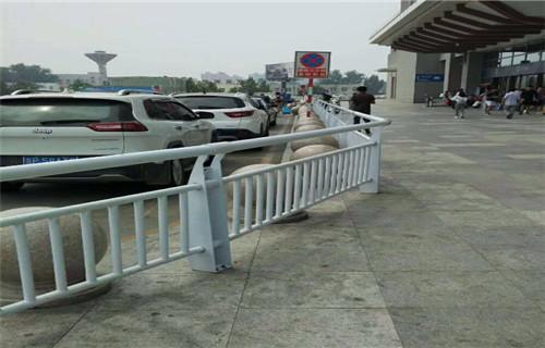 邢台桥梁护栏蓝色立柱生产好货厂家