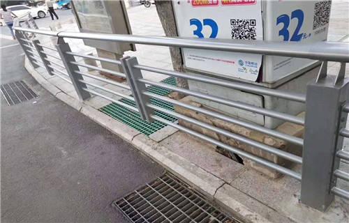 青海不锈钢双金属复合管桥梁护栏哪里最便宜