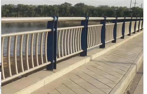 信阳防撞护栏多少钱一米