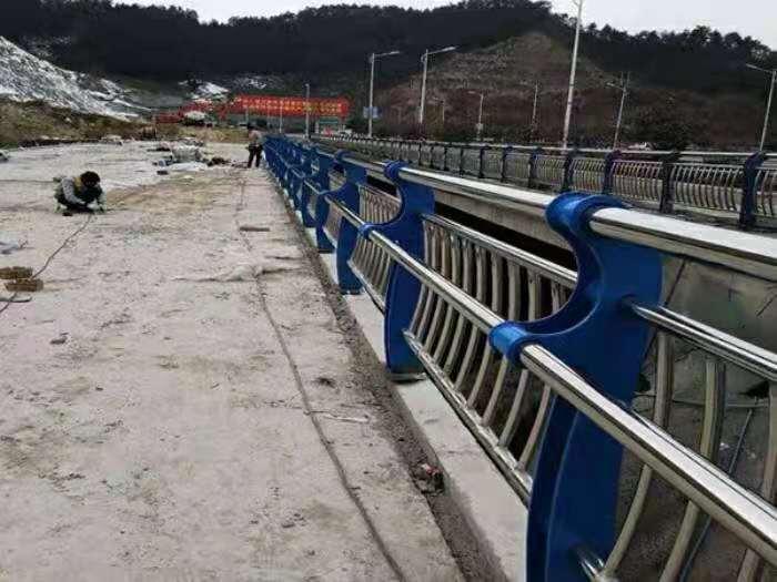 湖北仿木防撞橋梁護欄廠家直銷