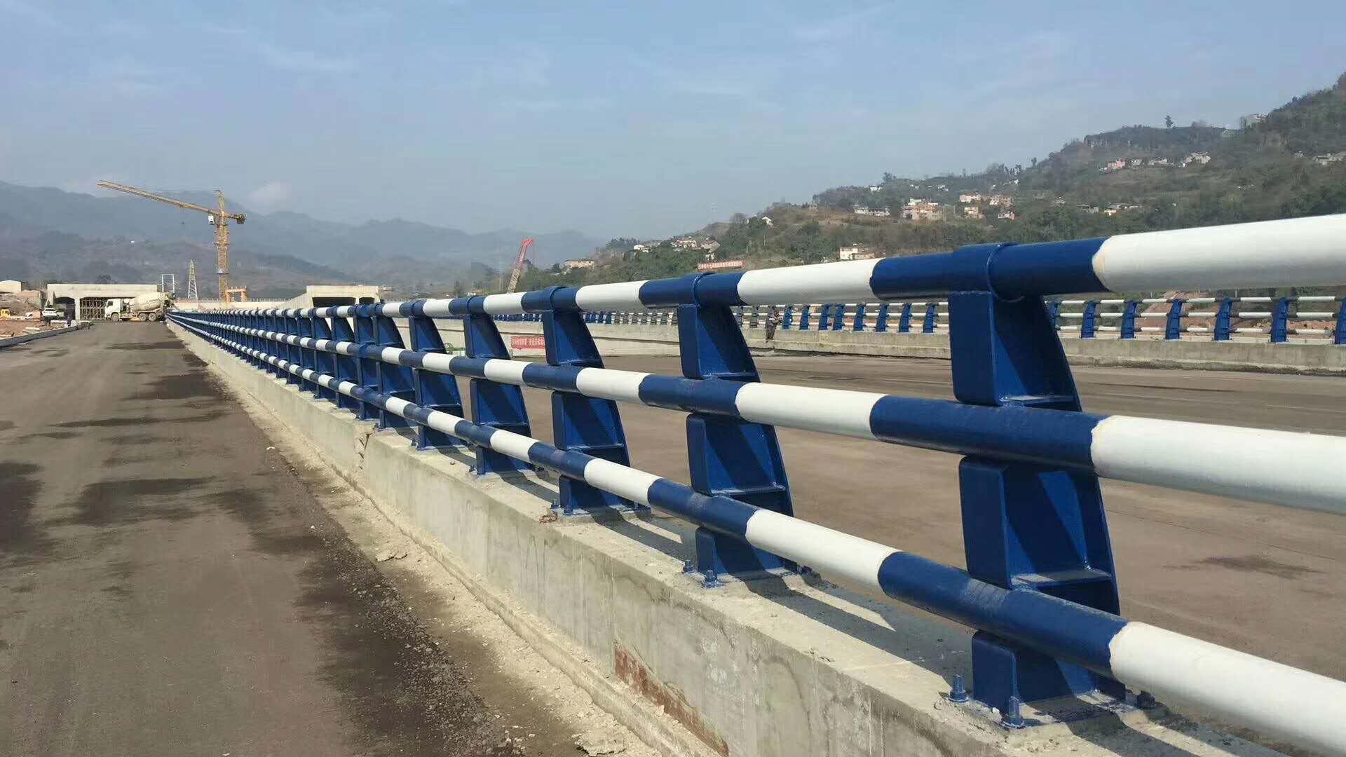 湖北防撞護欄上的鋼管欄桿多年生產工藝