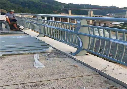 泰安公路防撞复合管护栏鑫海达护栏公司