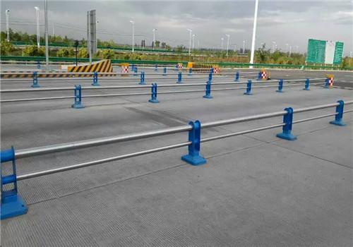 平凉不锈钢碳素钢复合管护栏鑫海达护栏公司